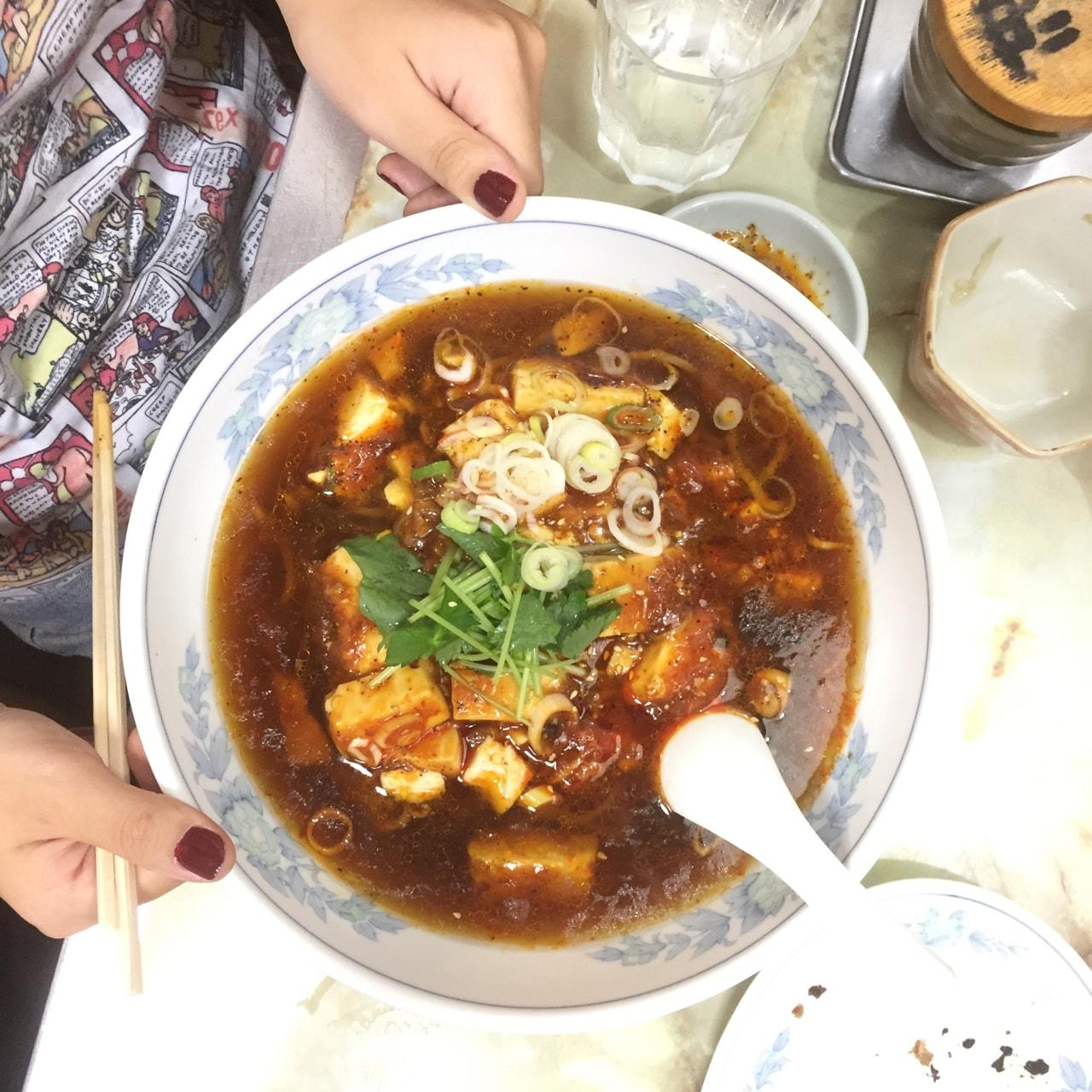 五香菜館 麻婆麺 辻洋装店